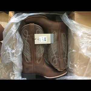 Brand new Ariat boots !
